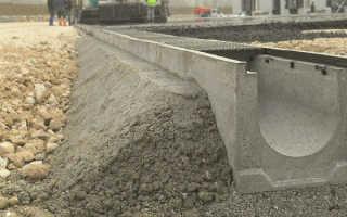 Укладка бетонных лотков