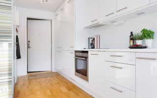Кухня в прихожей в студии