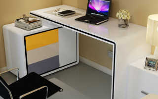Компьютер в маленькой спальне
