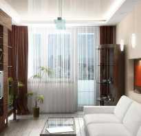 Оформление окна в гостиной с балконом