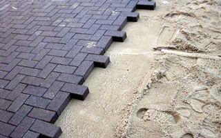 Как правильно уложить тротуарную плитку на песок