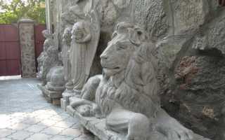 Скульптура из белого цемента