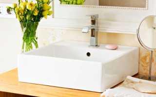 Бело деревянная ванная комната